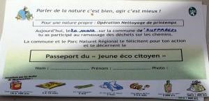 Passeport du jeune éco-citoyen remis aux jeunes participants