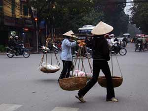Porteuses de palanches, Hanoï, Vietnam